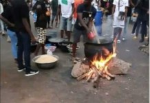 EndSARS protesters cooking Jollof rice in highway in Edo State