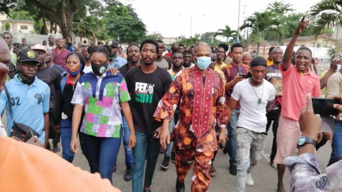 Video Of Femi Kuti Protesting With EndSWAT Protesters In Alausa Lagos State