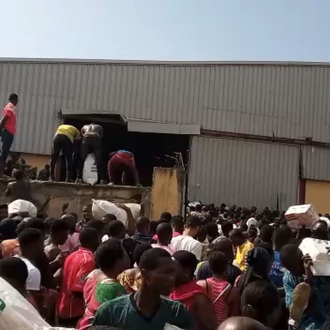 Video Of People Breaking Into A Warehouse In Monkey Village Maza Maza Lagos And Carrying COVID19 Palliatives