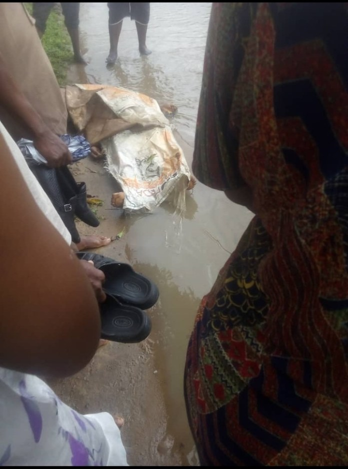 Photos Of Corpse Of Female CRUTECH Staff Mrs Nkoyo Found Dumped On Road In Calabar