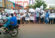 Video Of Muslims Throwing Stones At Christians In Ilorin Over Kwara Hijab Controversy As They Protest