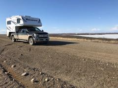 Wer hier mit dem Truck Camper von der Straße abkommt, landet in der Tundra.