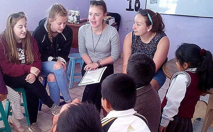School volunteering group in Peru