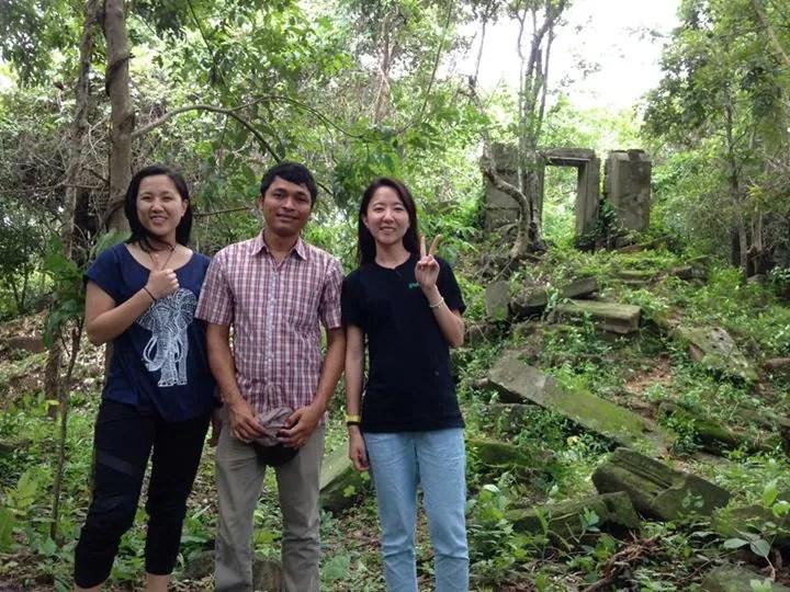 Volunteers Mel and Jess Cambodia