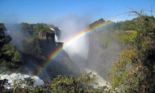 Photographer takes stunning snap of a half-circle rainbow above Victoria Falls, Zimbabwe. Photo: photo.huanqiu.com