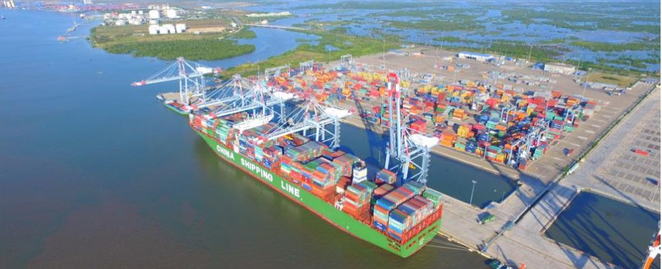 Dredging at Vietnam port allow sit to handle more export cargo and import cargo in international trade.