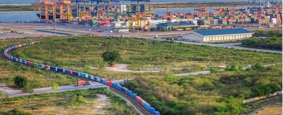 Numbers for the third quarter show that more shipments of export cargo and import cargo in international trade were handled in the intermodal segment.