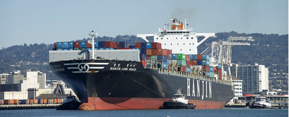 Port environmental program allows shipment of export cargo and import cargo in international trade with lower carbon footprint.