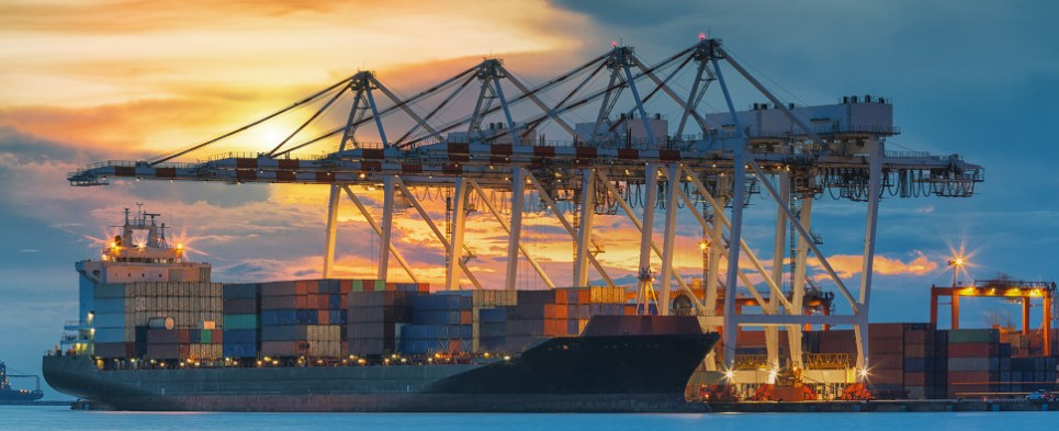 Singapore's importance as a center for handling shipments of export cargo commodities and import cargo commodities has attracted the Bank of China to provide financial services to those sectors