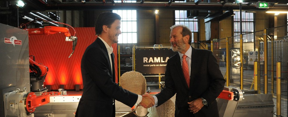 Rotterdam business shows how 3D printing can help with shipments of export cargo and import cargo in international trade.