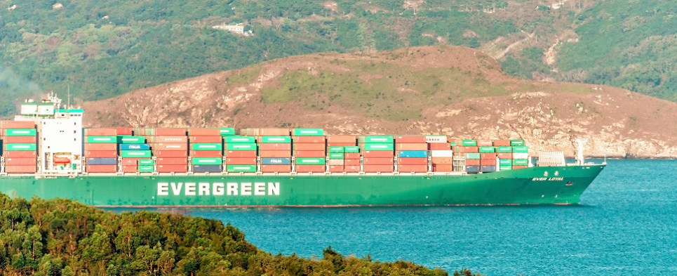 Diplomatic crisis in Persian Gulf impacts shipments of export cargo and import cargo in international trade.