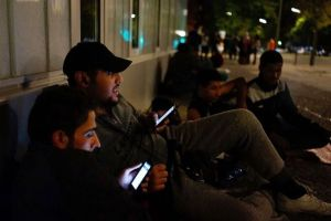 GettyImages-migrants-with-phones.jpg.653x0_q80_crop-smart