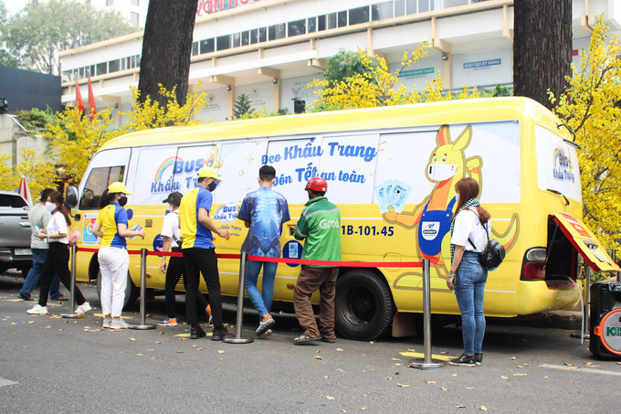 """Free COVID Canvas Face Masks to Communities Leading Vietnamese Garment Manufacturer on """"Dony Bus"""""""