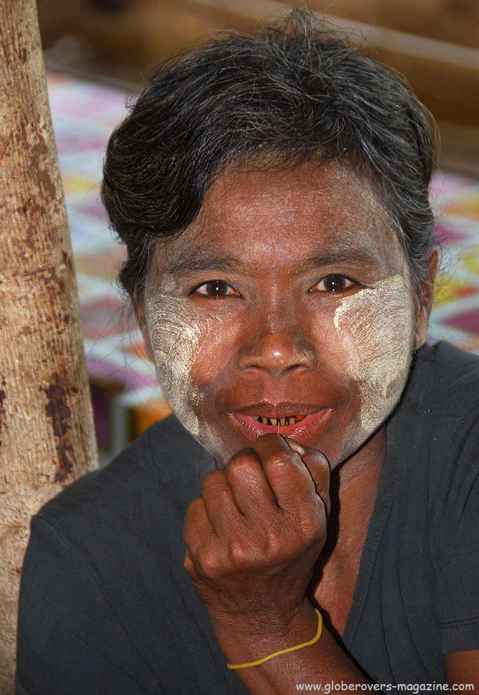 Portraits - Lady in Village of Kinmun, MYANMAR