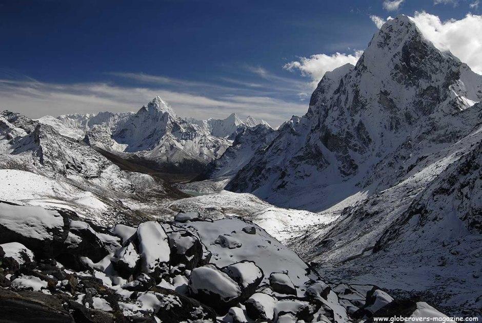 Hiking over Cho La Pass (5,330m), down to Dzonglha (4,830m), Nepal