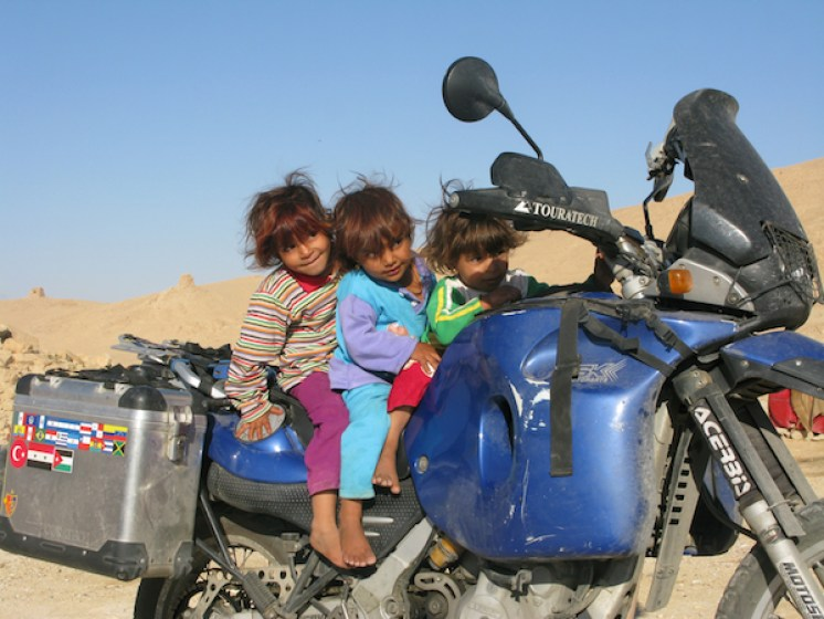 Thierry Wilhelm - Kinder auf Motorrad