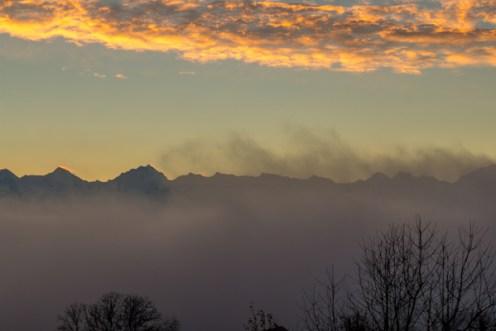 Nebel-Thurnen-Stockhorn-Sonnenuntergang_Travelita
