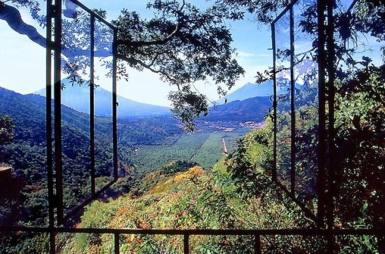 Earthlodge-Treehouse-Guatemala