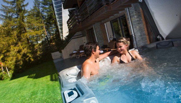 cervo-mountain-resort-zermatt-jacuzzi
