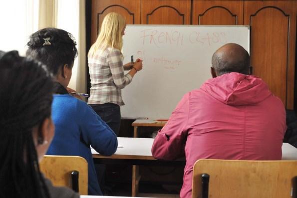 Autorin Eva Hirschi beim Unterricht
