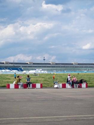 Der Fernsehturm vom Tempelhofer Feld aus
