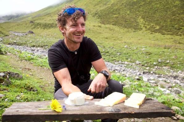 Bergführer Andy Steingruber verwöhnt seine Wandergruppe.