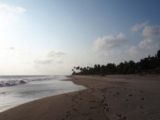 Der saubere und verlassene Strand von Ngwe-Saung.