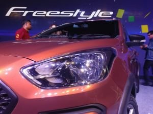 Ford-Freestyle-Heasdlamps-and-grille-1