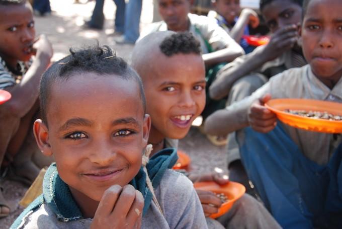 エチオピア ハウゼン地区 小学校での給食