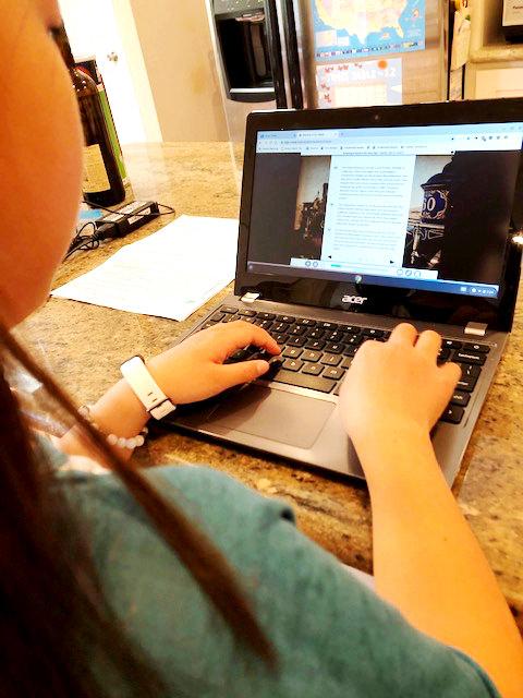 新型コロナウイルス禍:アメリカのホームスクーリング「i-Ready reading」で学んでいる様子。