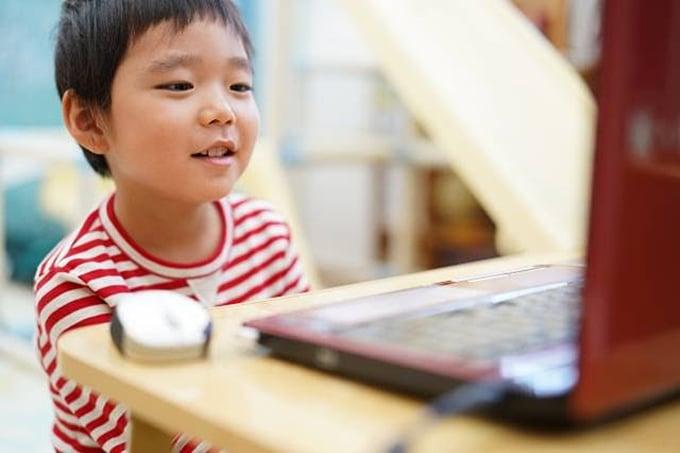 オンラインでお受験を完了して入学枠を確保!お子様の頑張る様子を身近に見ることができるのもうれしいポイントです!