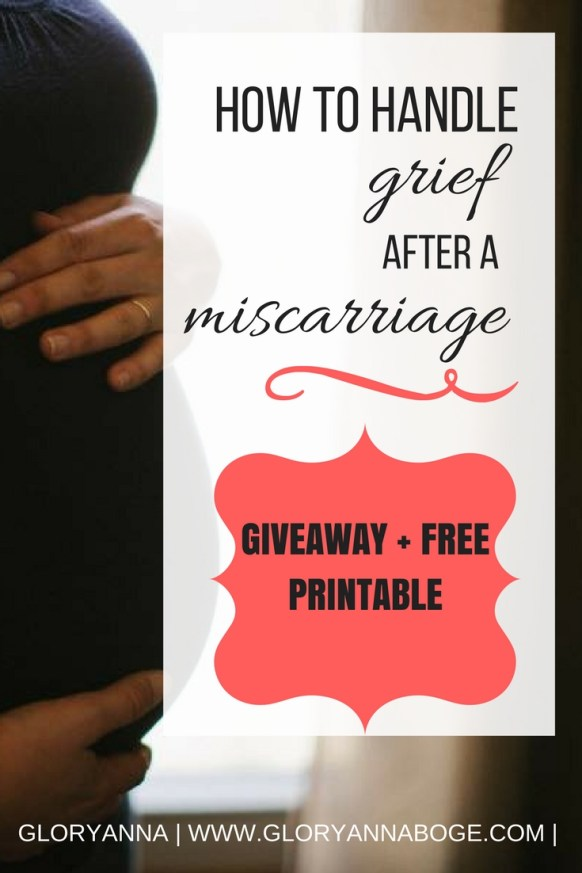 How to handle grief after a miscarriage. What should you do when you experience #pregnancyloss Read on for more insight on how to grapple with your grief or how to support a friend who has had a #miscarriage