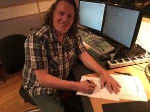 """Dirigent André Bijleveld tekent contact met Ecovata voor de distributie van het kerst album Good Tidings"""""""