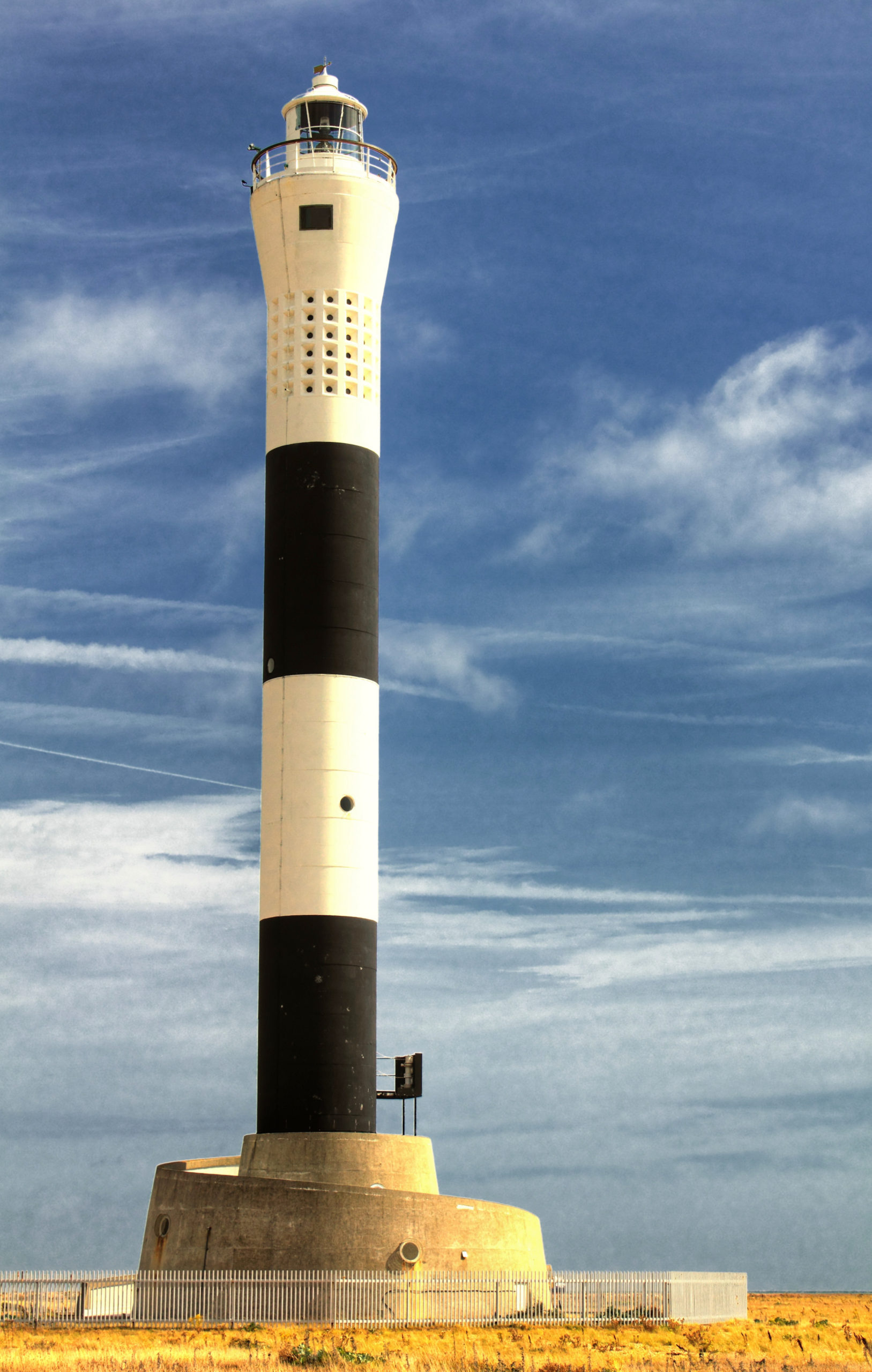 eerie attractions in the UK: Dungeness Lighthouse