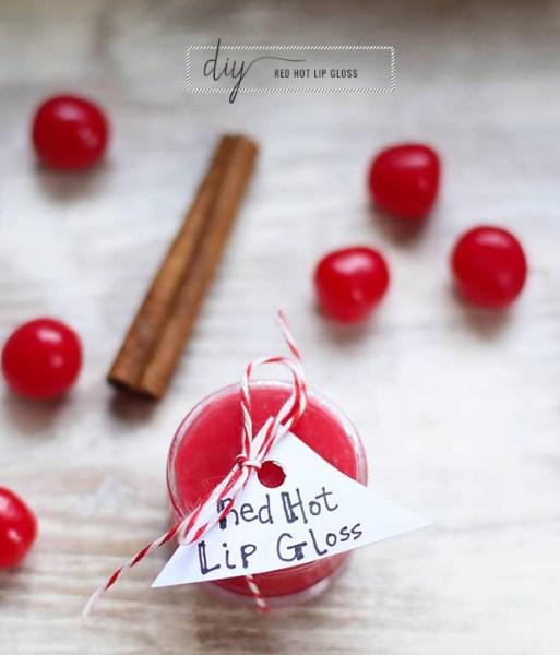 How To Make Lip Gloss: Easy DIY Recipes