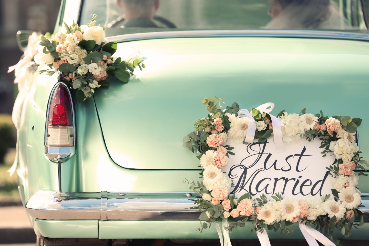 How To Have An Inexpensive Wedding: 12 Insanely Smart Ways To Save Money