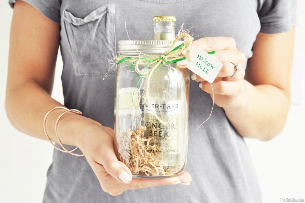 DIY Christmas Gift Ideas For Best Friend: Mason Jar Cocktail Kits