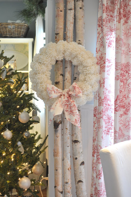 DIY Christmas Yarn Pom Pom Wreath