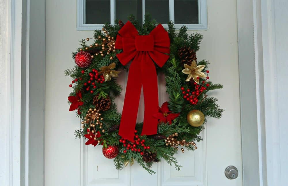 DIY Traditional Christmas Wreath