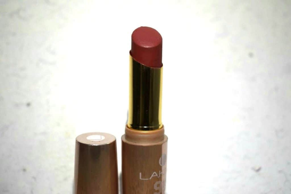 Lakme 9 to 5 Lipstick Scarlet Drill Review 1