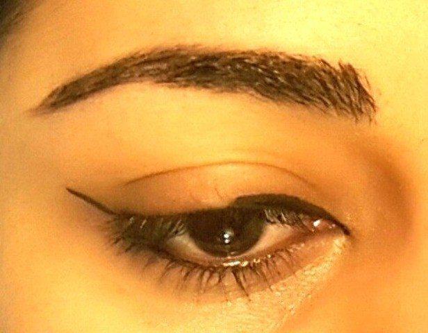 Easy Winged Eye Liner Tutorial 2