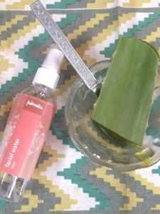 DIY Aloe vera rose face pack