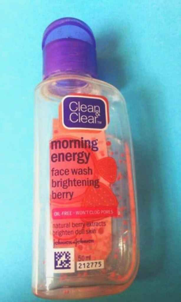 Clean & Clear Morning Energy Face Wash Brightening Berry  2