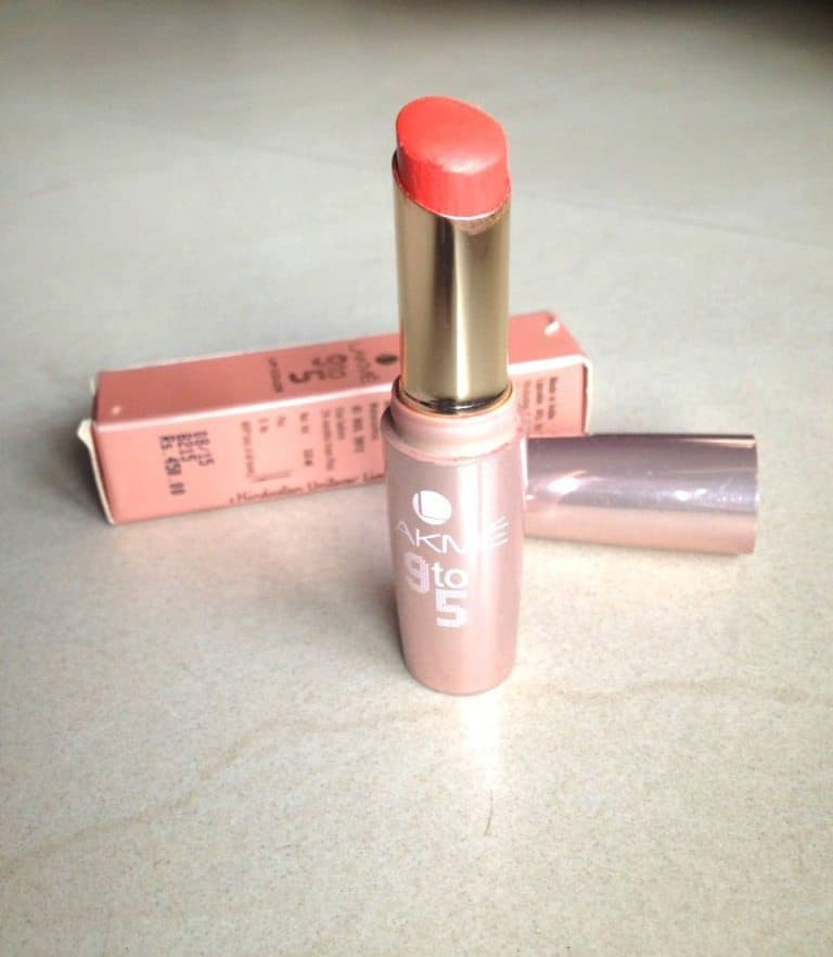 Lakme 9 to 5 Creaseless Matte Lipstick Orange Edge 1Review