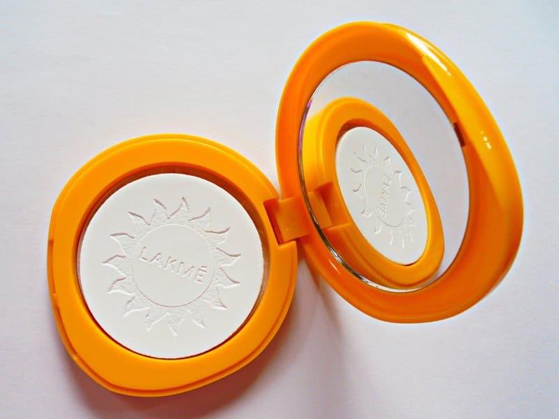 Lakme Compact Sun Expert 3