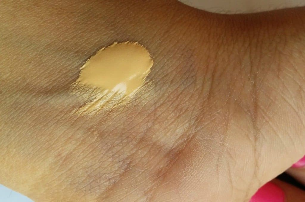 Lakme Perfecting Liquid Foundation Review 4