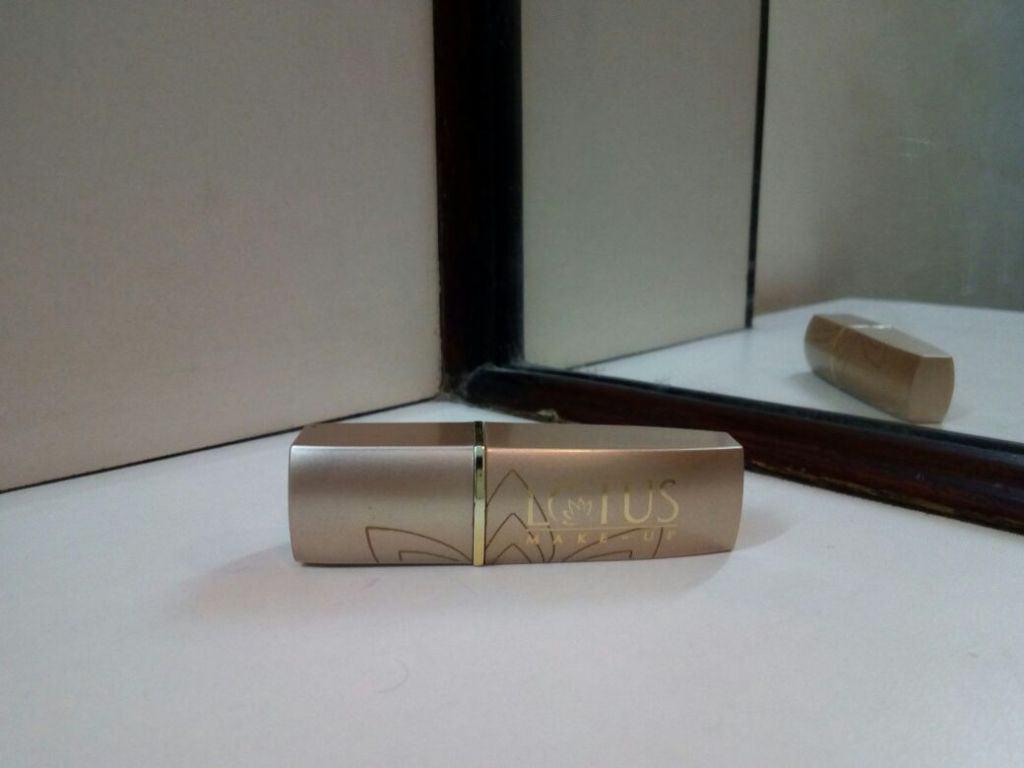 Lotus Herbals Pure Colors Lipstick Rose Madder Review 2
