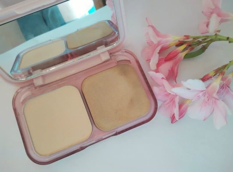 Maybelline Clear Glow All In One Fairness Compact Powder 2