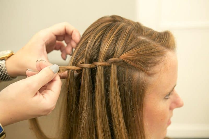 Try These Easy Hairstyles For College Girls