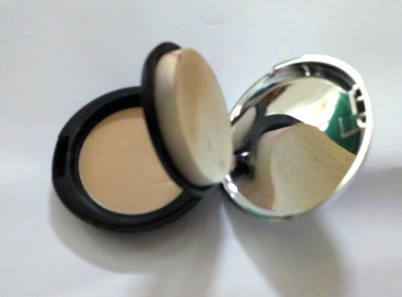 The Body Shop All In One Face Base Double Function 045 2